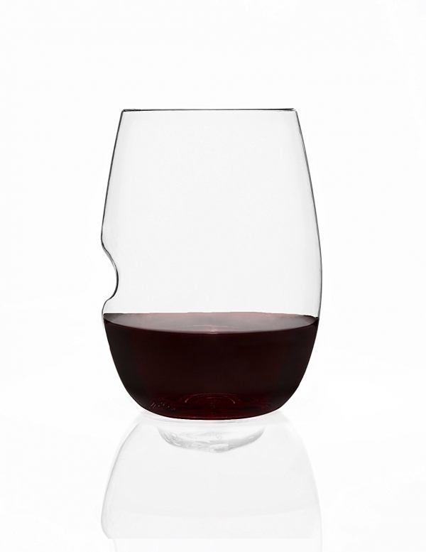 man made object, wine glass, stemware, beer glass, glass,