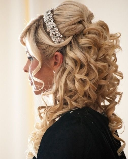 hair,clothing,bridal accessory,hairstyle,fashion accessory,
