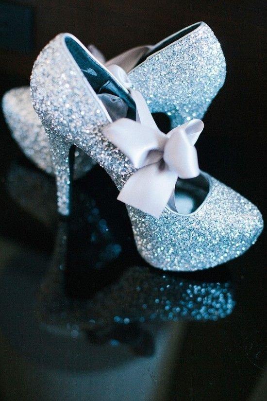 blue,white,fashion accessory,flower,jewellery,