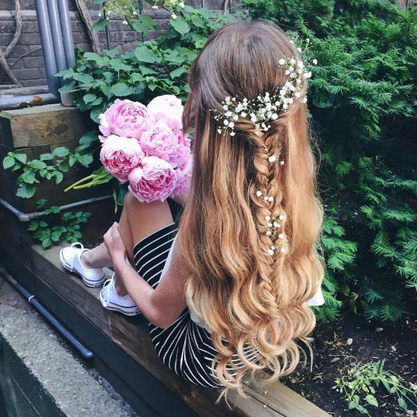 hair,clothing,hairstyle,fashion accessory,long hair,
