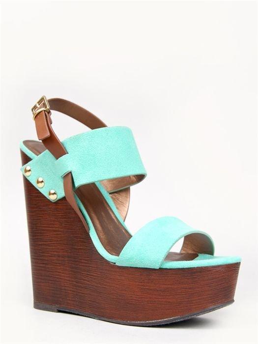 footwear,shoe,leather,product,sandal,