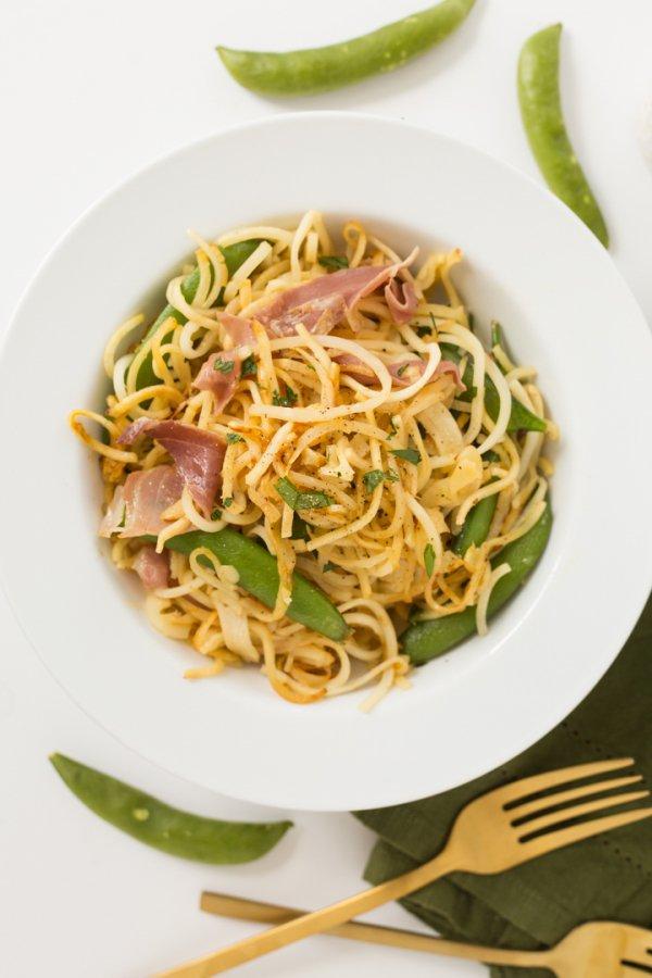 food, dish, spaghetti, chow mein, cuisine,