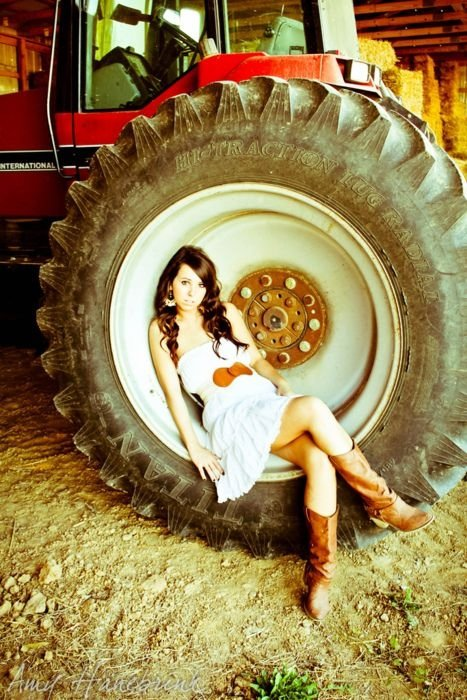 Tractor Tire 64 Gorgeous Senior Photo Ideas You Have To