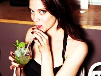 10 Classic Cocktails Every Woman Should Know How to Make ...