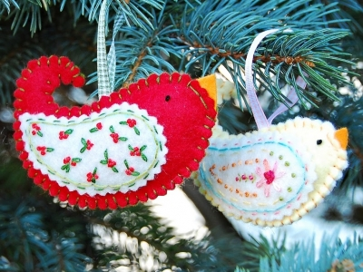 12 Festive DIY Felt Ornaments ...
