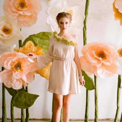 8 Delightfully Gorgeous DIY Giant Flowers ...
