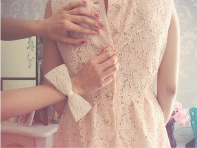 7 Tips on How to Wear Lace Dresses ...
