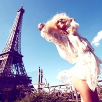 7 Essential Items for Parisian Chic Style ...