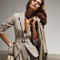 7 Tips on How to Wear a Pant Suit ...