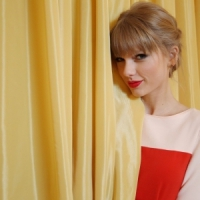 7 Stylish Taylor Swift Outfits That Are Awesome ...