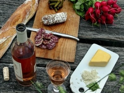 8 Best Snacks to Serve with Wine ...
