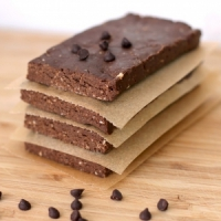 7 Top Ingredients to Look for in a Protein Bar ...