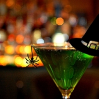 7 Terrifyingly Delicious Cocktails for Halloween That'll Stun Your Guests ...