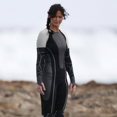Watch: Jennifer Lawrence Reacts to Seeing the Life-Size Katniss Cake ...