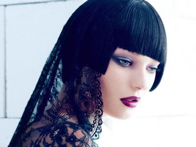 7 Styling Tricks And Ways to Grow Out Bangs ...