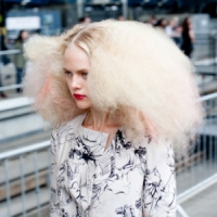 9 Tips for Dealing with Frizzy Hair ...