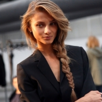 10 Lovely Hairstyles for Windy Days That Are Pretty and Practical ...