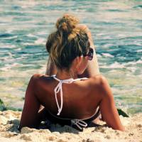 Beach Beauty 101 - Hairstyles That Are Perfect for Wearing in the Water ...