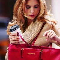 10 Helpful Tips on How to Keep Your Purse Organized ...