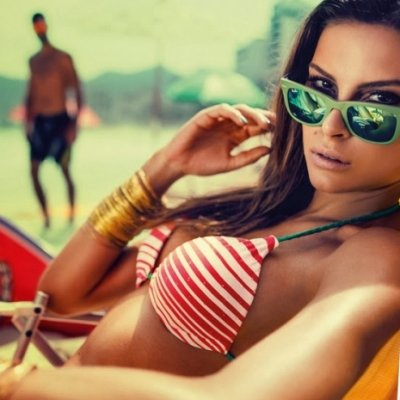 7 Ways to Get a Guy's Attention on the Beach ...