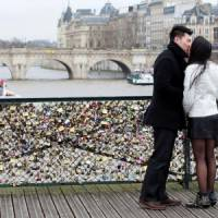 7 Romantic Traditions from around the World ...