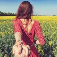 Prêt à être impressionné : petite amie du photographe l'amène partout dans le monde...