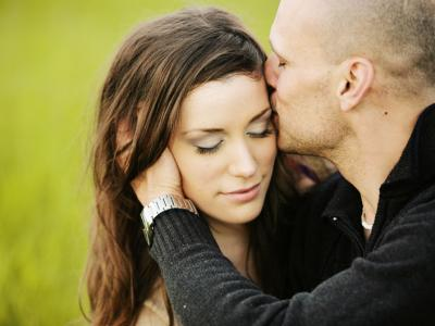 7 Acceptable Forms of PDA That Won't Drive Single People Crazy ...