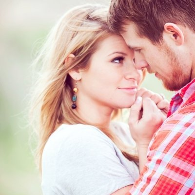 7 Signs He Wants to Kiss You ...