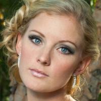 10 Amazing Blue Eye Makeup Tips ...