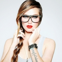 7 Makeup Tips for Girls Who Wear Glasses ...