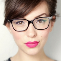 7 Makeup Tutorials for Gals with Glasses ...
