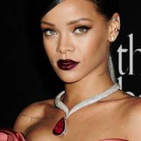 31 Stunning Photos of Your Favorite Celebrities Wearing Berry Lips ...