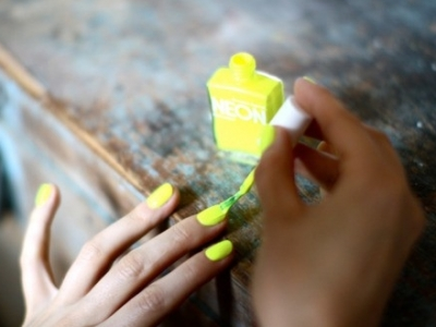 7 Tasteful Ways to Wear Neon Nails ...