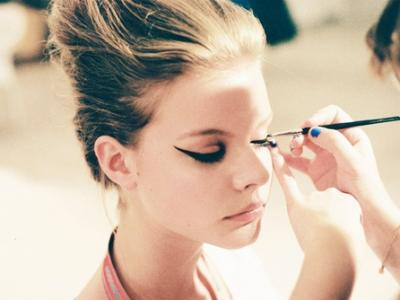 7 Tips for Wearing Liquid Eyeliner This Fall ...