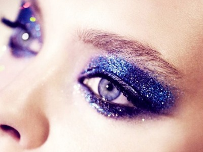 7 Tips for Wearing Glitter Makeup ...