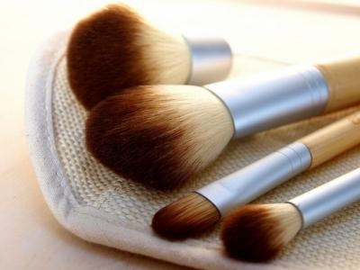 7 Time-Saving Must Have Makeup Tools ...