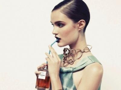 7 Tips on How to Wear Purple Lipstick like a Pro ...