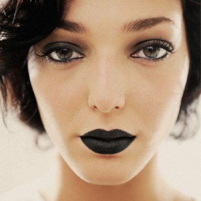 Look Beautiful with These Dark Lip Tips for Fall ...