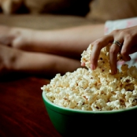 9 Best Snacks for Movie Night with the Girls ...