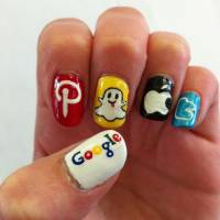20 Cool Ways to Show off Your Love of Social Media on Your Fingernails ...