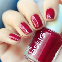Here's How to Nail the Red Polish Look for This Summer ...