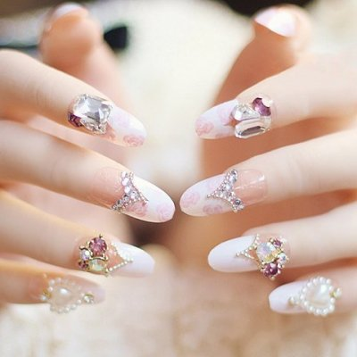 Sophisticated nail art for when you need to look amazing sophisticated nail art for when you need to look amazing prinsesfo Images