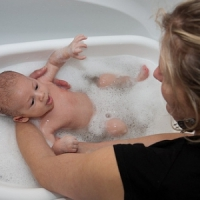 7 Tips for Bathing Your New Baby ...