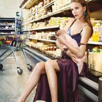 7 Ways to Breastfeed Discreetly in Public ...