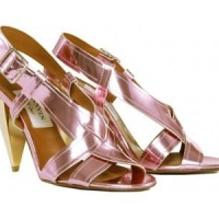 8 High-Shine Metallic Shoes to Glam up That Dress ...