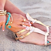 8 Dressy Flat Sandals to Wear at Night ...