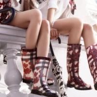 9 Fashionable Ways to Wear Rain Boots ...