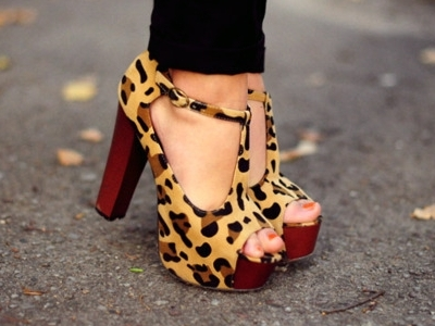9 Trendy T-Bar Shoes a Fashionista Can't Do Without ...