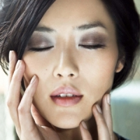 7 Marvelous Microdermabrasion Products to Use at Home ...
