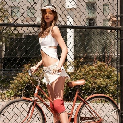 30 Girls on Bikes Looking Good in Street Style ...